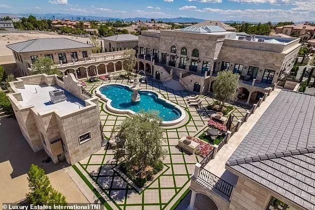 A Look Inside 'Money Man' Floyd Mayweather's New $10million Mansion In Las Vegas Desert (Photos)