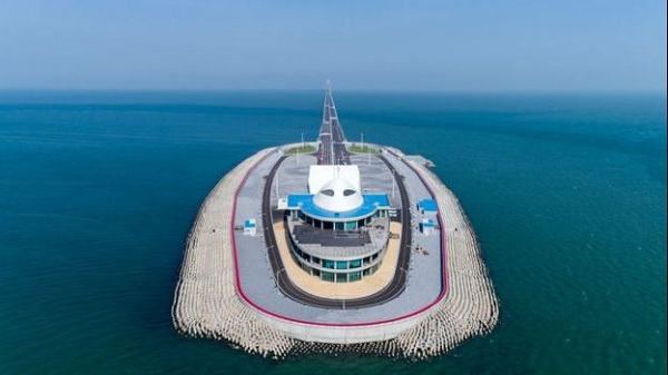 Photos: China's $20bn Sea-Crossing Bridge That Shows China Is The 'Craziest' Country In The World Commissioned